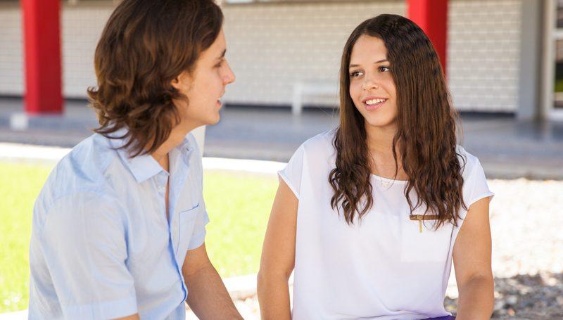 telling-boyfriend-she-is-pregnant
